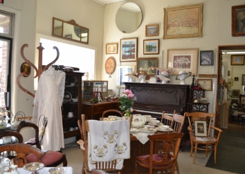 Antique Shop2