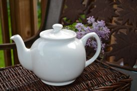 White tea pot ed